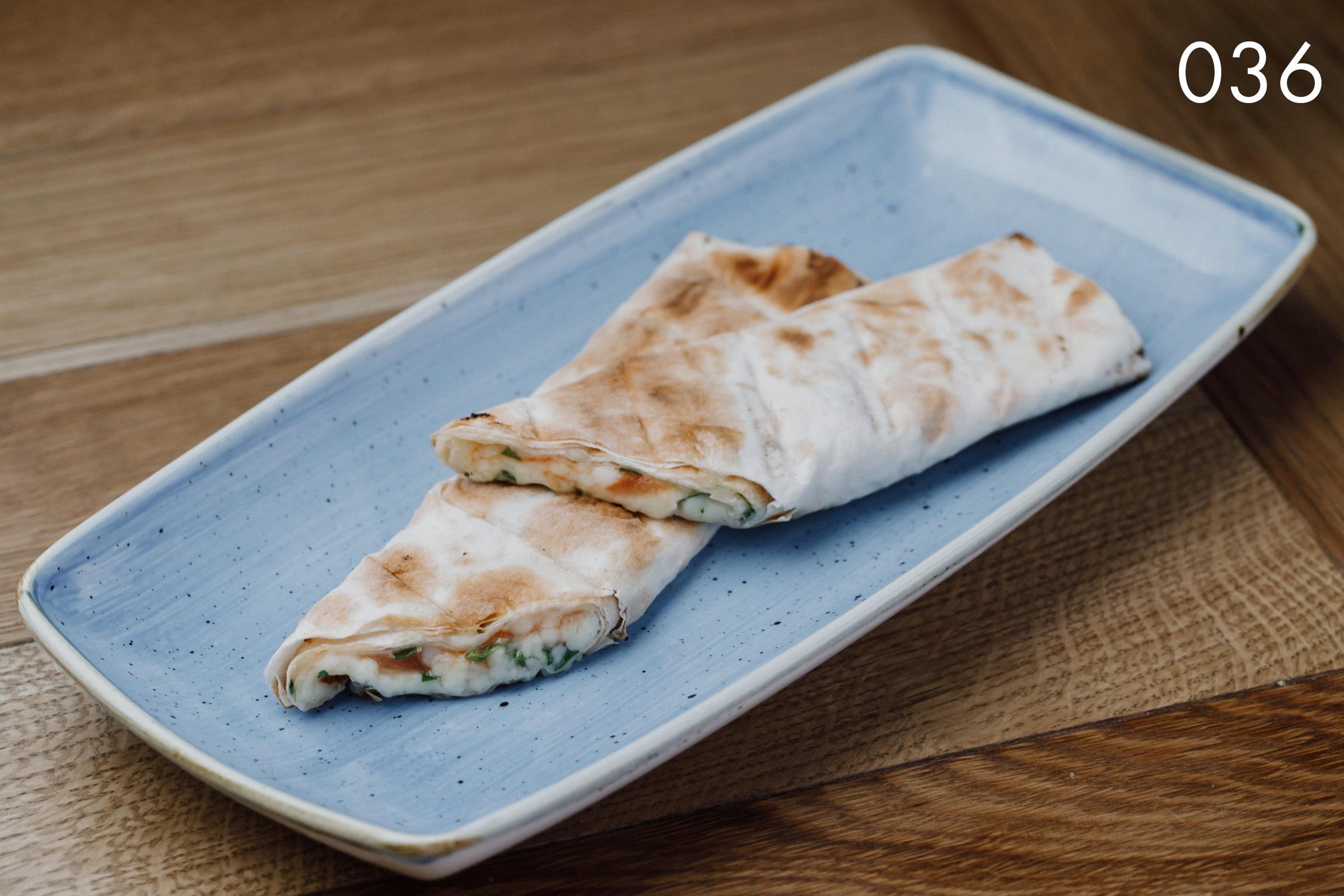 лаваш хоровац с сыром сулугуни, травами и томатами в ресторане Веранда