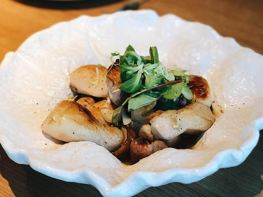 белые эко-грибы в печи по-старославянски в ресторане Веранда