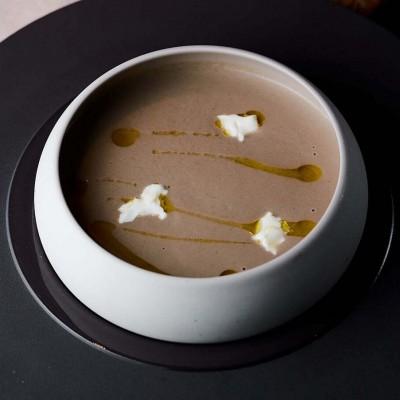 крем-суп из белых грибов с сыром маскарпоне и свежим трюфелем в ресторане Веранда