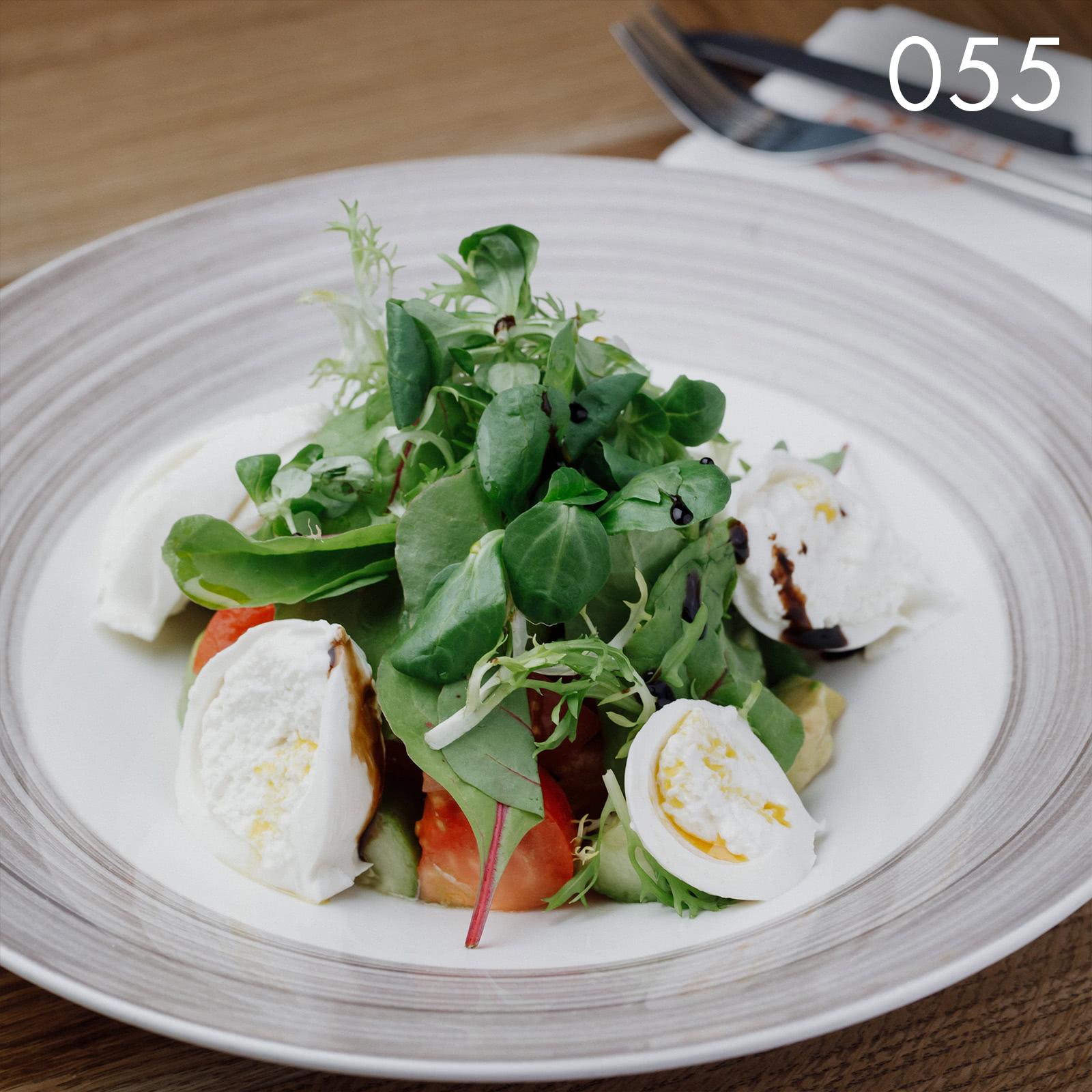 салат здоровье с домашней эко-моцареллой и эко-маслом кукурузного зародыша в ресторане Веранда