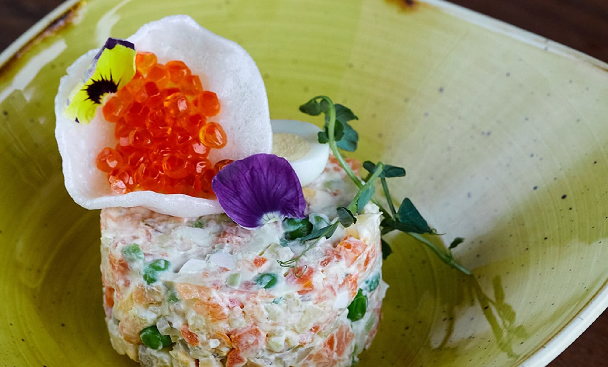 оливье с лососем и красной икрой в ресторане Веранда