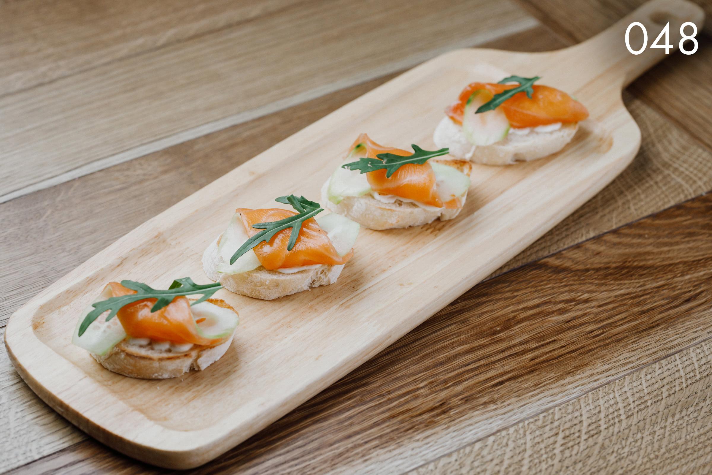 брускетты со слабосоленым лососем в ресторане Веранда