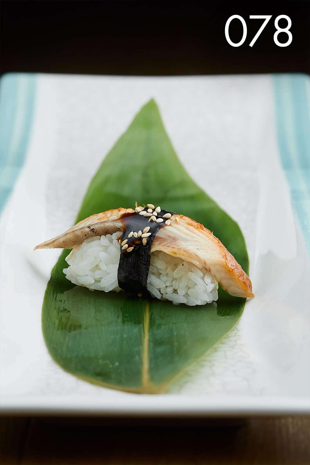 суши нигири с угрем в ресторане Веранда