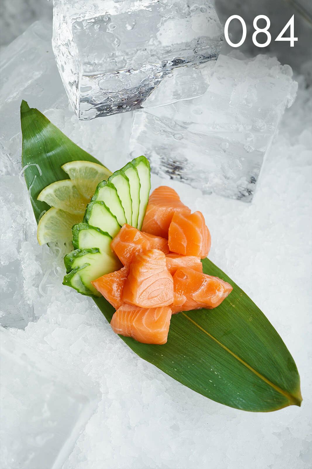 сашими с лососем в ресторане Веранда
